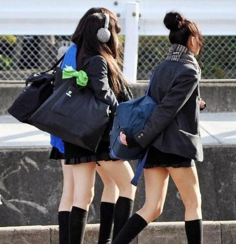 高中生装扮_35岁妇女如何打扮成高中生3158财富广州