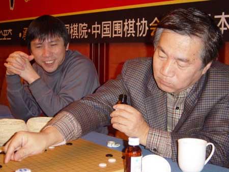 图文:农心杯围棋赛 王铭琬和林海峰在研究室