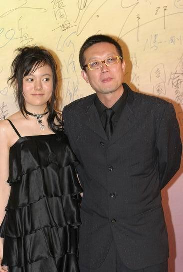图文:24届香港金像奖 导演刘伟强与女友亮相
