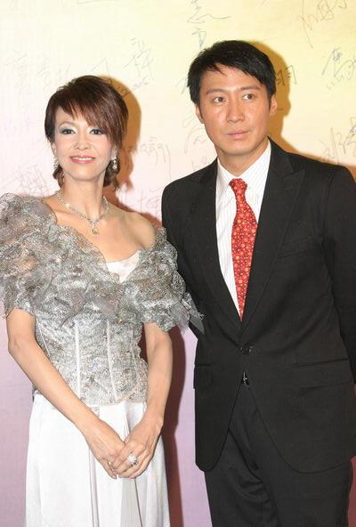 图文:第24届香港金像奖-郑裕玲和黎明上场