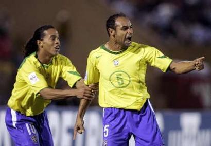 图文:南美区预赛乌拉圭1-1巴西 埃莫森进球怒吼