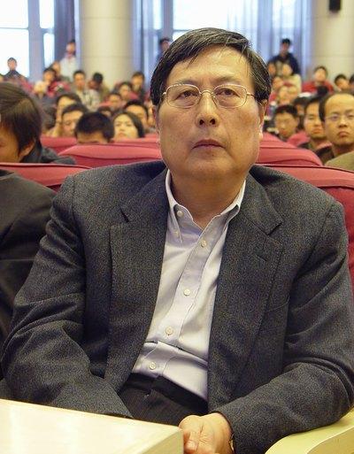 图:全国政协副主席 全国工商联主席 黄孟复