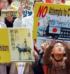 韩国民众在日本驻韩使馆前示威