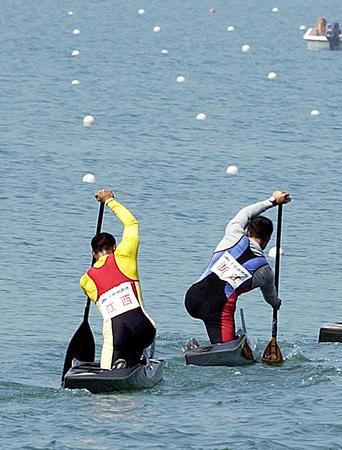 图文:全国皮划艇春季冠军赛孟关良奋力前划贵州赛马奖金图片