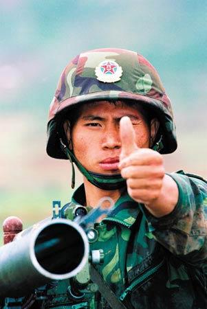 军事资讯_作为迎外团的一班之长,闻建国在政治学习,军事技术,纪律作风等方面