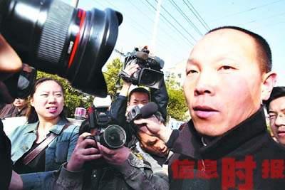 佘祥林宣判无罪后先到坟前祭母 案件存两大疑问