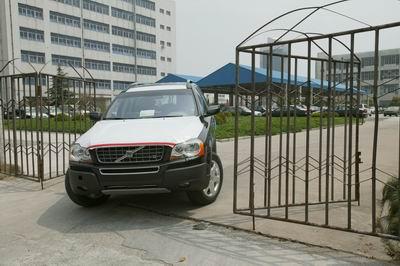 保护膜覆盖,但Volvo XC90 V8的 新型 V8 发动机标志着 Vo高清图片