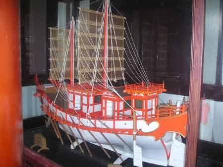 图文:扬州大明寺内的东渡日本船模型