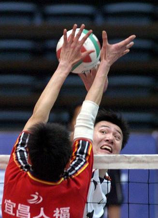 [体育](5)排球�D�D男排预赛:上海胜湖北
