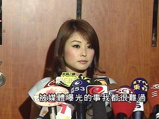 周刊报道,日前艺人朱孝天-送房送车 朱孝天情变后极力挽回麻衣信任