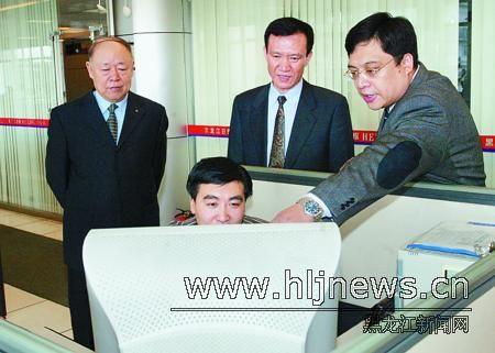龙新南在黑龙江日报报业集团调研(图)