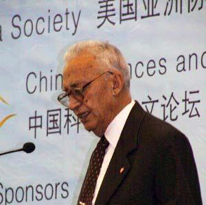 图:尼泊尔部长内阁副主席比斯塔在演讲