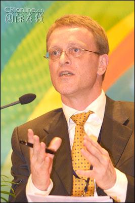 图:世界银行驻北京首席经济分析家霍夫曼