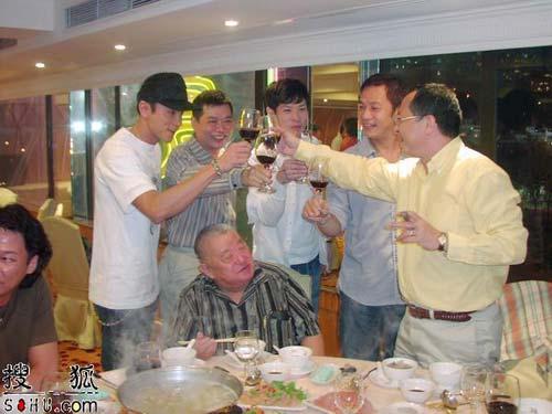 组图:《龙城岁月》入围戛纳 杜琪峰设宴祝捷