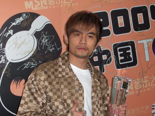 图文:2004中国TOP排行榜后台采访-周杰伦2