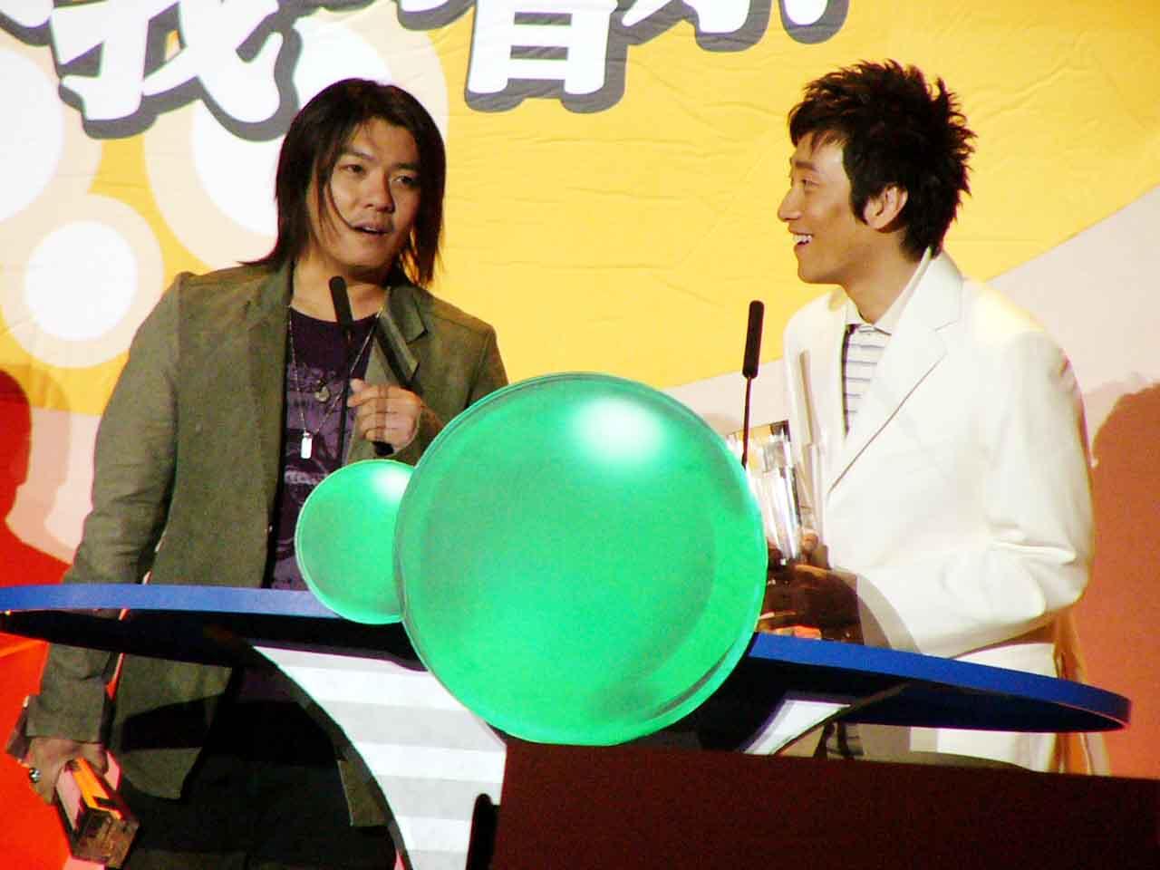 图文:2004中国TOP排行榜颁奖现场-阿杜、满江