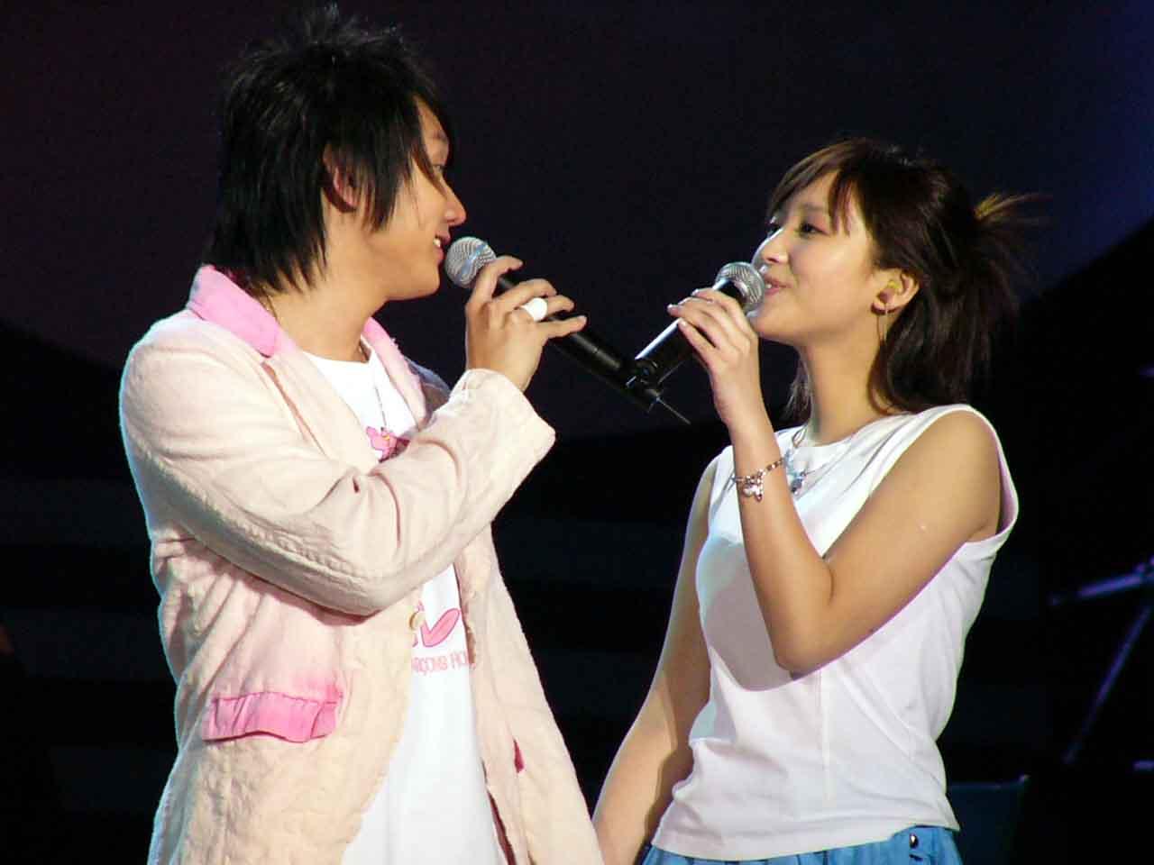 图文:2004中国TOP排行榜现场-林俊杰和金沙2