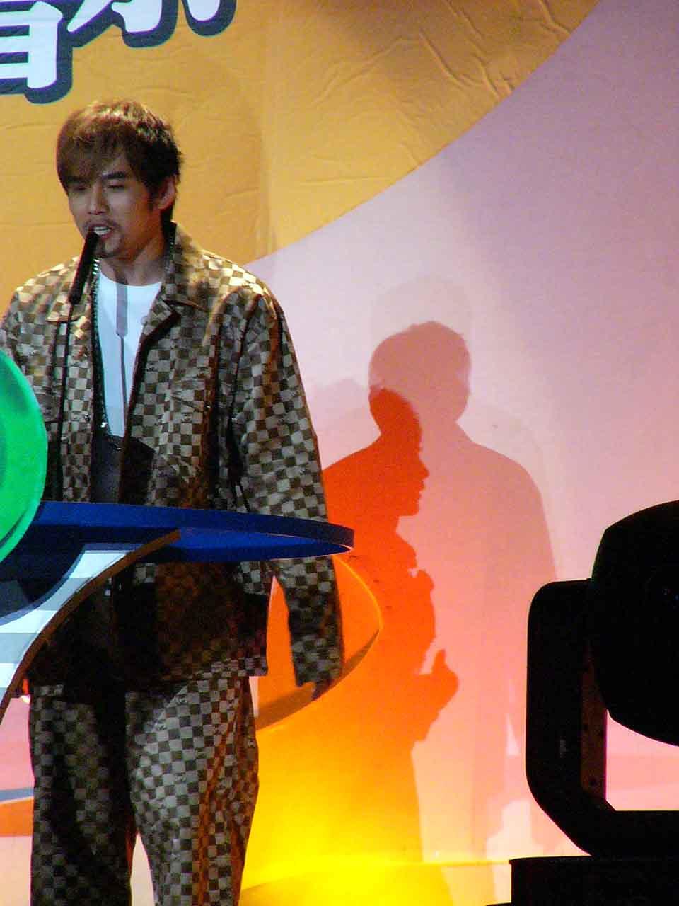 图文:2004中国TOP排行榜颁奖礼现场-周杰伦