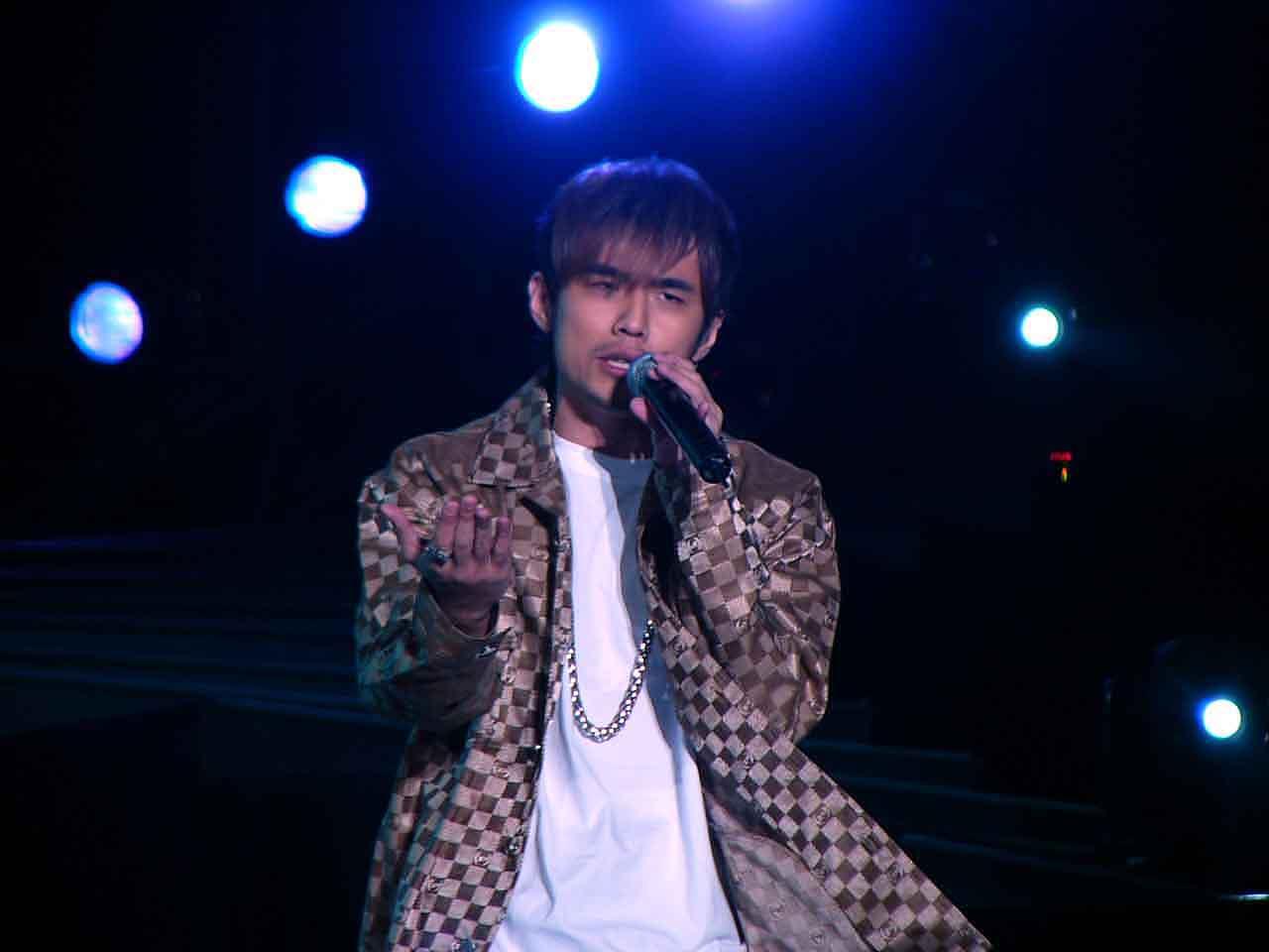 图文:2004中国TOP排行榜现场-周杰伦演唱5