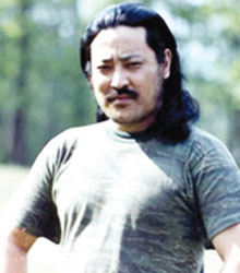 藏族歌手亚东被人刺穿心脏