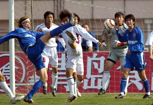 图文:青岛海信1-0南京有有 门前一阵骚乱