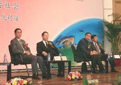 图文:论坛年会讨论发言(一)之王和总结发言