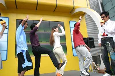现场活动:搜狐网友车展现场歌舞秀
