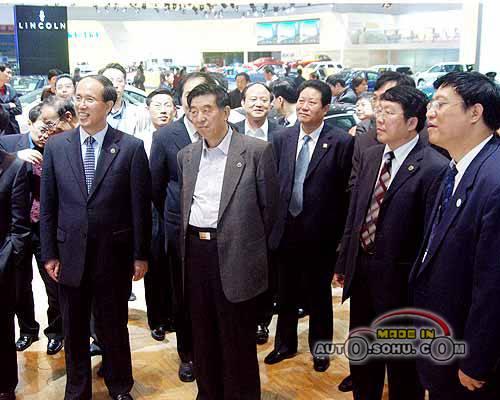 国家发改委副主任和8位省长亲临展馆参观(图)