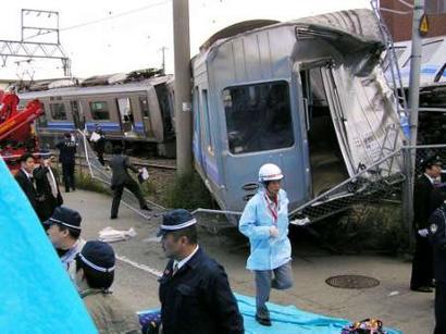 日本一列火车与汽车相撞脱轨
