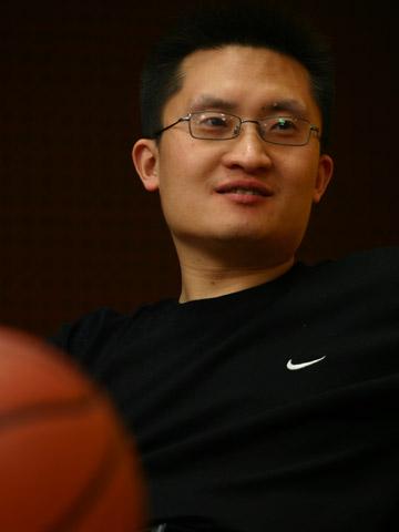图文:搜狐CBA报道组谈总决赛 张艺笑谈篮球