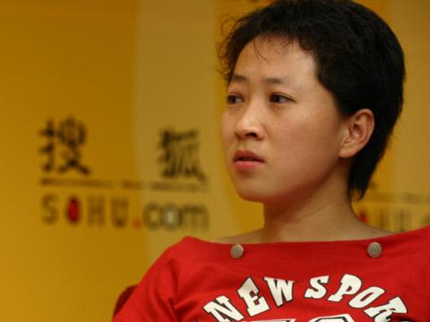 图文:搜狐CBA报道组谈总决赛 主持人于玮