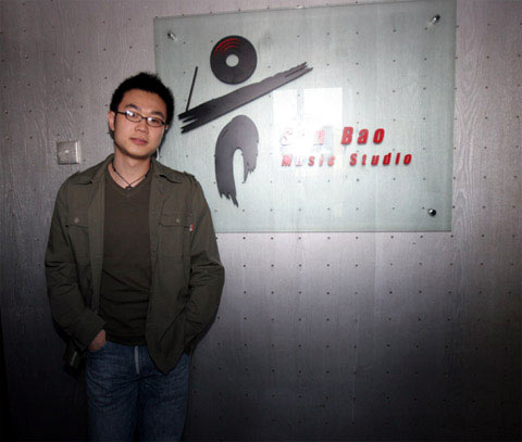 搜狐娱乐编辑作词作曲 王雅捷借歌悼念陈逸飞