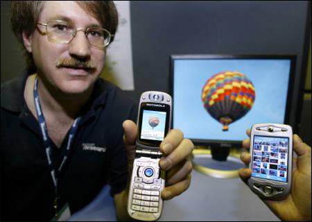 微软展示家用可无线存取照片的照相手机(图)