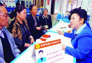 困难职工的贴心人――记昆明市总工会主席杨丽(图)