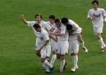 图文:天津主场3-1击败深圳 球员庆祝胜利