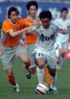 图文:天津3-1胜卫冕冠军 韩燕鸣带球突破