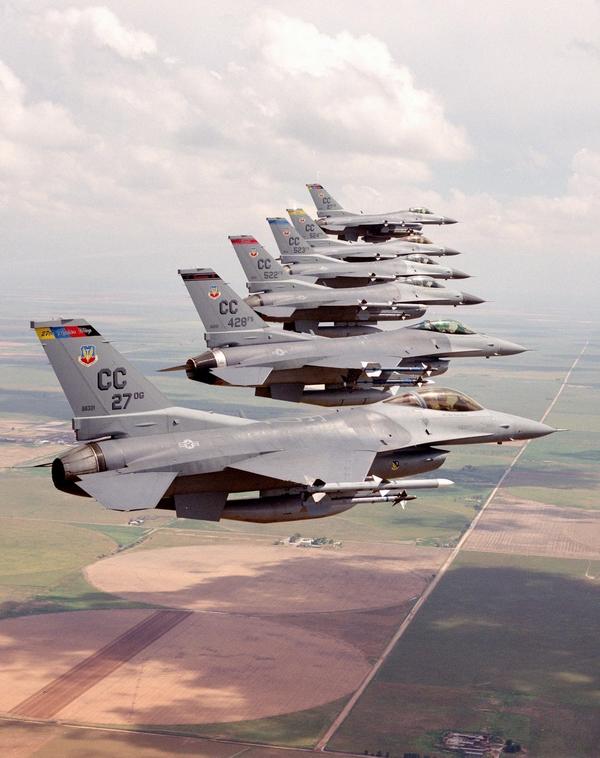 空中列队:美空军第27战斗机联队的F-16战机(图)