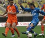 图文:沈阳金德0-3山东鲁能 双方外援在比赛中