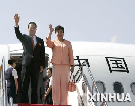 亲民党主席宋楚瑜抵达西安 在机场发表讲话(图)