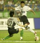 图文:北京现代0-0战平辽宁 杨旭射门
