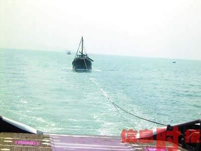 广东一渔船与外籍轮碰撞遇险 8名渔民获救(图)