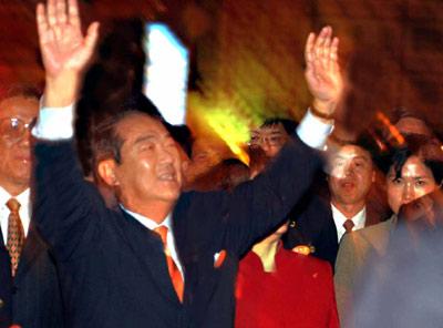 宋楚瑜抵达南京(组图)