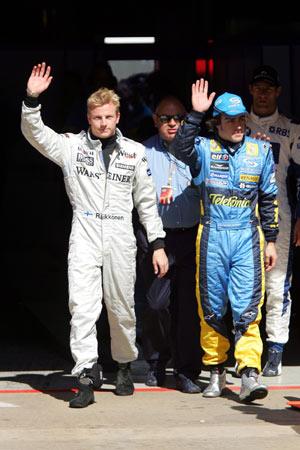图文:F1西班牙站排位 雷克南夺杆位后庆祝