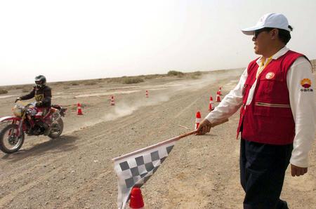 [体育](3)赛车�D�D环塔克拉玛干沙漠汽车、摩托车拉力赛结束横穿沙漠赛段