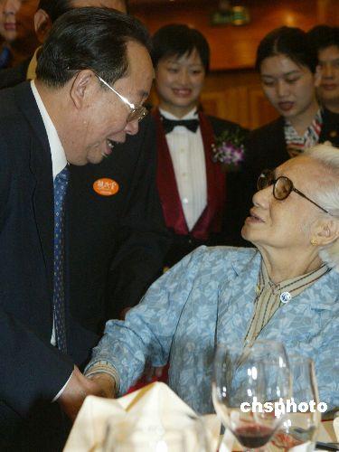 图文:湖南省委书记杨正午问候宋楚瑜的母亲