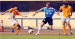 图文:大连2-0胜深圳 扬科维奇受到对手的夹击
