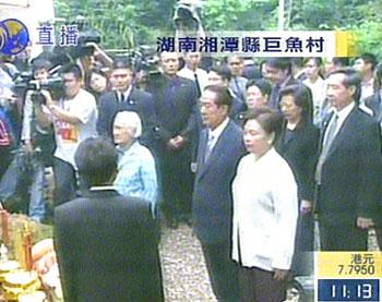 组图:宋楚瑜湘潭祭拜祖墓