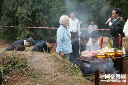组图:宋楚瑜在湖南湘潭祭祖