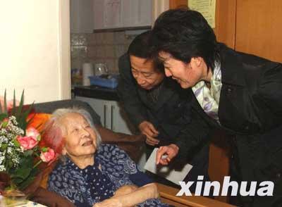 通讯:访盖世太保枪口下的中国女人钱秀玲(图)