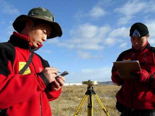 前方报道:珠峰高度复测行动如期展开(组图)
